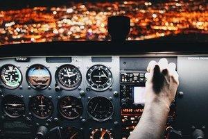 В Варшаве пассажирский самолет совершил экстренную посадку сразу после вылета