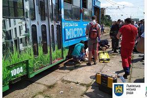 Во Львове женщина попала под трамвай и потеряла ногу
