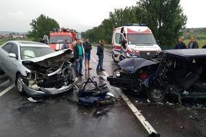 Жуткое ДТП возле Львова: водитель стал заложником покореженной легковушки