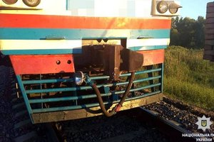Под Харьковом поезд сбил мотоцикл: два человека погибли