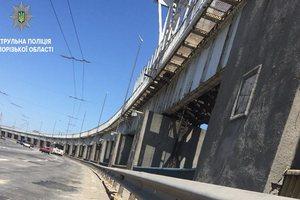 На плотине ДнепроГЭСа груз из машины создал аварийную ситуацию