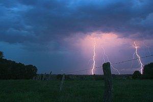 Недолгое похолодание и новые дожди с грозами: погода в Украине на неделю