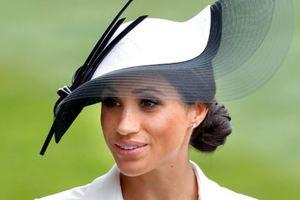 Вместо платья - клатч: Меган Маркл снова пренебрегла королевскими традициями