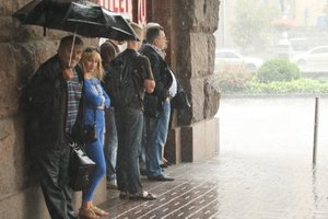 Почти всей Украине обещают дожди, а на востоке - жару до +33