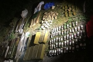 СБУ нашла крупный тайник боеприпасов под Киевом: появились фото и видео
