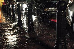 В Черновцах сильный ливень затопил десятки улиц, большая часть города - без электричества
