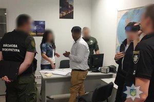 """В """"Борисполе"""" гражданин Индии пытался дать взятку пограничнику"""
