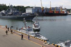 День ВМС Украины: на морвокзал Одессы пришли боевые корабли, появились яркие фото