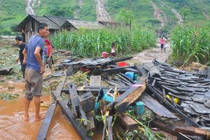 22 человека погибли из-за наводнения и оползней во Вьетнаме