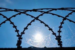 Во Франции грабитель-рецидивист сбежал из тюрьмы на вертолете