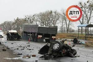 В Киевской области авто разорвало пополам во время ДТП