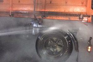 На трассе под Запорожьем грузовик загорелся на ходу