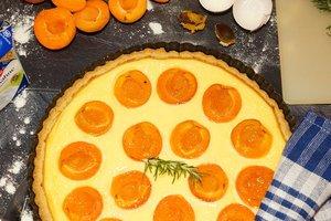 Как приготовить пирог с творожно-лимонным кремом и абрикосами