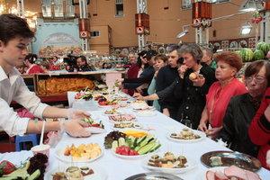 День рождения Бессарабского рынка: торговцы вспоминали Ван Дамма и вечерние визиты Кличко за цветами