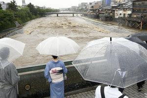 В Японии из-за дождей эвакуировали уже 160 тыс. человек