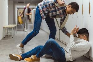 Чем опасен буллинг для детей и что делать родителям: совет психолога