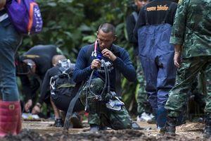 В Таиланде профессиональный дайвер погиб, доставляя кислород детям в затопленной пещере