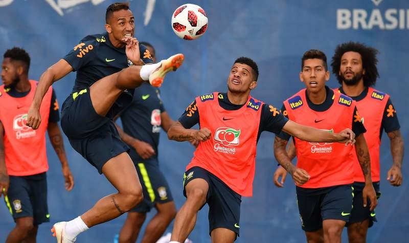 Защитник сборной Бразилии Данило выбыл доконца ЧМ-2018 из-за травмы