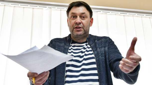 Украина решила добавить корреспонденту Вышинскому обвинение вхранении оружия