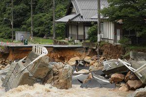 В Японии число жертв стихии выросло до 46 человек: появились впечатляющие фото