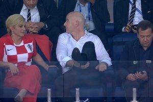 Глава ФИФА показал травму вратаря сборной Хорватии президенту этой страны