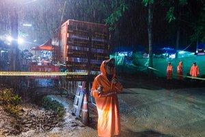 В Таиланде начали эвакуацию детей, которые более двух недель провели в пещере