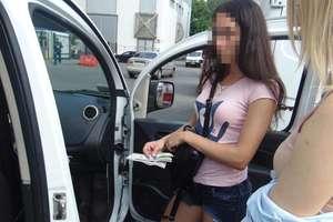 В Киеве задержали девушку с фальшивыми долларами