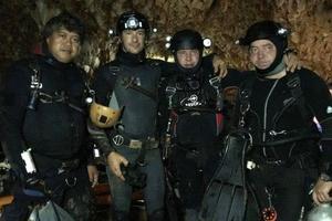 Украинские дайверы помогают спасать детей в пещере в Таиланде