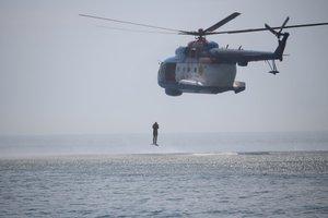 Sea Breeze-2018: украинские пограничники прыгали с вертолета в море без парашютов (видео)
