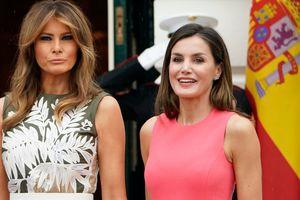 Мелания Трамп и королева Летиция в одинаковых нарядах – сравниваем образы