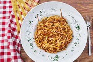 Быстро и вкусно: спагетти с мясным соусом