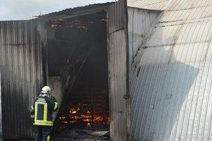 В Днепре загорелся мясокомбинат: столб дыма был виден с другого берега