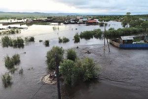 Людей спасают с чердаков: в Забайкалье продолжается мощное наводнение