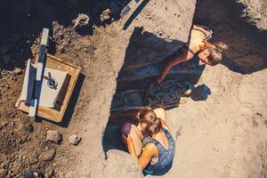 В Запорожье археологическая экспедиция обнаружила захоронение времен средневековья - видео