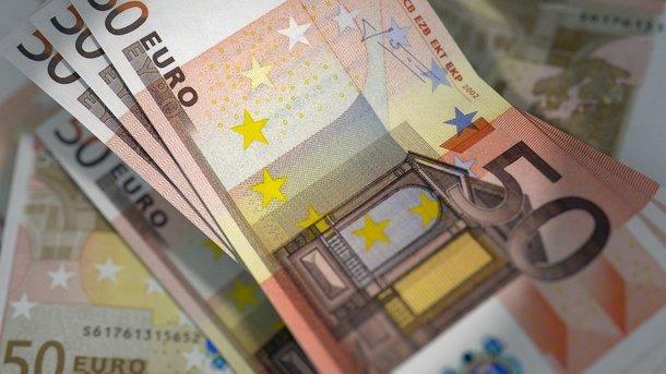 Курс доллара в Украине замер, а евро стал расти