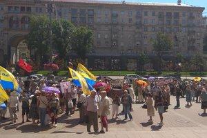 """Под мэрией в Киеве проходят два митинга: """"за"""" и """"против"""" повышения цен на проезд"""