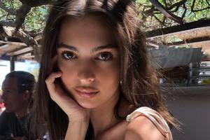Эмили Ратаковски похвасталась большим помолвочным кольцом
