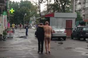 В Киеве каждый день замечают голых мужчин: в чем причина такого поведения