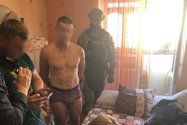 Снимал порно с восьмимесячной дочерью: в Житомирской области задержали