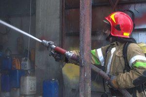 В Киеве в жилом доме загорелся лифт, эвакуировали 20 человек