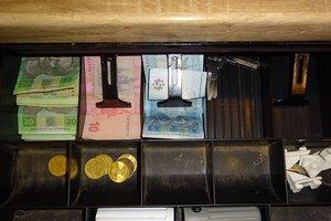Двух киевлян задержали за кражу денег из кафе
