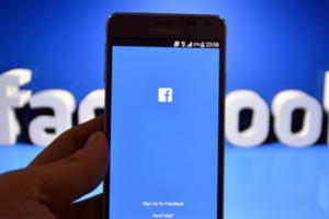 """В Facebook пометили россиян, """"заинтересованных в измене"""""""