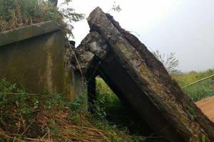 В Днепропетровской области рухнул мост: появились фото