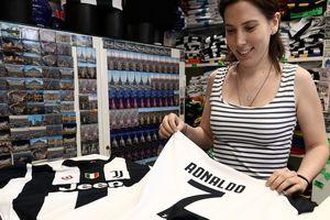 """""""Ювентус"""" продает по одной футболке Роналду в минуту"""