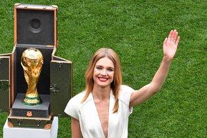 Филипп Лам и Наталья Водянова в финале вынесут на поле трофей чемпионата мира
