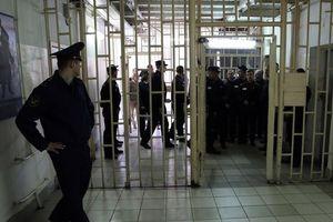 Украинских тюремщиков могут вооружить электрошокерами