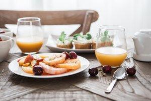 Как правильно питаться летом: рекомендации врачей и диетологов