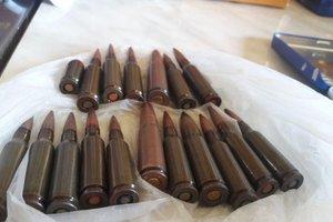 На Донбассе у сутенерши изъяли наркотики и боеприпасы