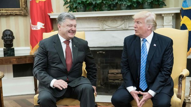 Порошенко рассказал, о чем говорил с Трампом на встрече в Брюсселе