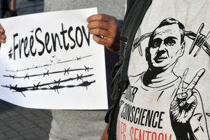 На Майдане сотни людей вышли на акцию в поддержку Сенцова